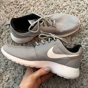 Nike roshe grey white